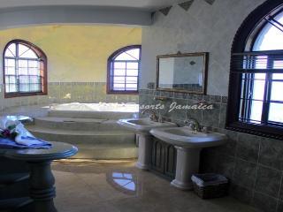 PARADISE PCV - 43469 - AMAZING VALUE | MASTERSUITE | FANTASTIC SEAVIEWS & POOL - MONTEGO BAY - Montego Bay vacation rentals