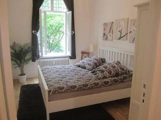 Red Room Apartment Rental Near Kudamm in Berlin - Berlin vacation rentals