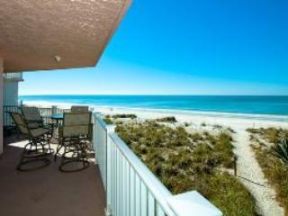 Wonderful 2 bedroom Apartment in Bradenton Beach with A/C - Bradenton Beach vacation rentals