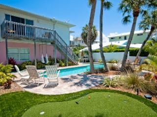 Putting green - Flip Flops Forever-201 73rd St - Holmes Beach - rentals