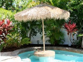 Tiki umbrella - Sea Glass - 126A 51st St - Holmes Beach - rentals