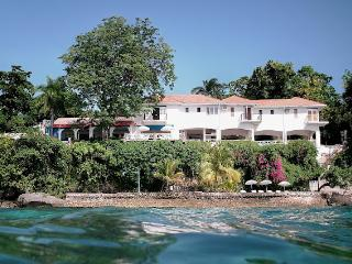 Golden Clouds at Oracabessa, Jamaica - Beachfront, Pool, 15 Minute Drive To Ochos Rios - Oracabessa vacation rentals