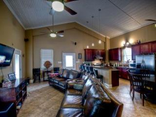 Three Palms Lodge - Downtown New Orleans 40 mins - Port Sulphur vacation rentals