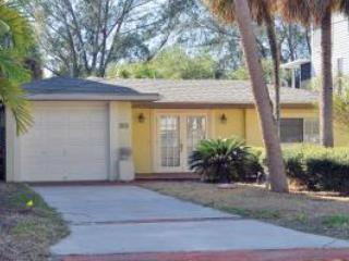 Sunny and airy ranch with front brick patio - Bring your boat and kayak-Palm Island 2BR on canal - Siesta Key - rentals