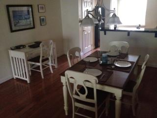 Beautiful 2/2 Villa , Short Walk to Beach,  WiFi, Tennis - Hilton Head vacation rentals