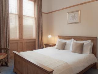Marchmont Main Door @ Spottiswoode Rd - Edinburgh vacation rentals