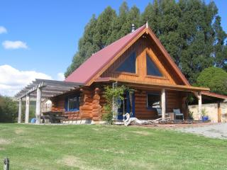 Nice Cottage with Deck and Satellite Or Cable TV - Masterton vacation rentals
