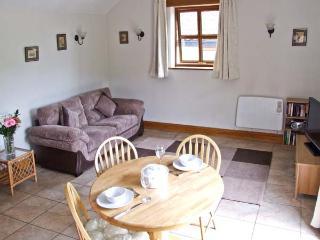 NIBLETTS PATCH COTTAGE, single storey, rural setting in Forest of Dean, en-suite, in Littledean, Ref 16543 - Littledean vacation rentals