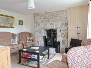 HERDWICK COTTAGE, a former mill worker's cottage, with two bedrooms, and woodburning stove, in Cark in Cartmel, Ref 15023 - Cark vacation rentals
