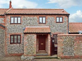 WATERDOWN, flint faced cottage, conservatory and courtyard area, in Sheringham, Ref 15382 - Norfolk vacation rentals