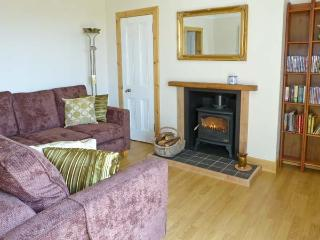 FORESTER'S COTTAGE, family friendly, country holiday cottage, with open fire in Kilmartin, Ref 15716 - Kilmartin vacation rentals