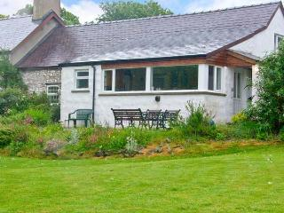 MORFA ISAF FARM, romantic retreat, WiFi, close to coast and footpaths in Llangrannog, Ref 15867 - Llangrannog vacation rentals
