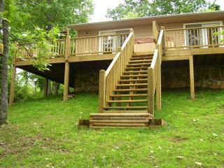 Bright 1 bedroom Murphy Cabin with Deck - Murphy vacation rentals