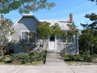 4-bedroom home, 7 houses from beach in Ocean Beach - Image 1 - Ocean Beach - rentals