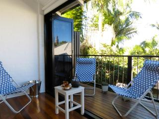 Quiet retreat, close to river, cafes & CBD - Brisbane vacation rentals