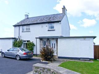 OLD POLICE STATION, detached cottage, four bedrooms, enclosed garden, walking distance to beach, in Rhosneigr, Ref 16365 - Rhosneigr vacation rentals