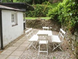 UPPER LODGE, single storey cottage, open fire, woodburning stove, woodland garden, walks from the door, in Morfa Nefyn, Ref 5025 - Morfa Nefyn vacation rentals
