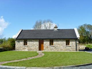 CREGAN COTTAGE, character, single storey cottage with solid-fuel stove and attractive gardens, in Drumagh, Ref 15209 - Ballina vacation rentals