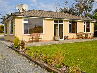 TEACH NA GREINE, single-storey, fabulous sea and mountain views, open fire, in Ballinskelligs, Ref 16001 - Ballinskelligs vacation rentals