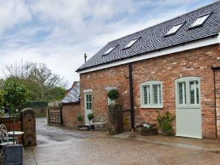 THE OLD SMITHY, romantic retreat with open plan living, patio, quality accommodation in Hollington Ref 16163 - Hollington vacation rentals