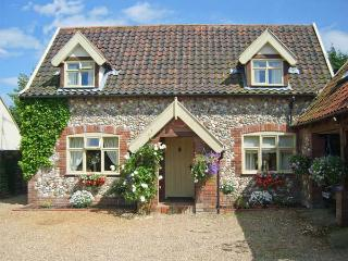 SLEEPEEZY, enclosed garden, en-suite bedroom, village pub close by in Little Snoring, Ref 15264 - Little Snoring vacation rentals