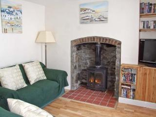 MARKET COTTAGE, king-size bed, woodburning stove, pet friendly cottage in Builth Wells, Ref: 14028 - Mid Wales vacation rentals