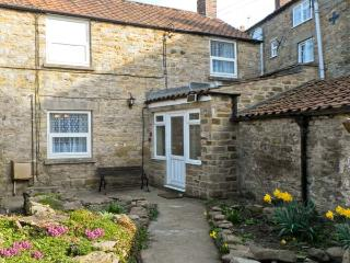Daisy Cottage, stone cottage, sleeping four people, with courtyard, in Kirkbymoorside, Ref 15378 - Camelot vacation rentals