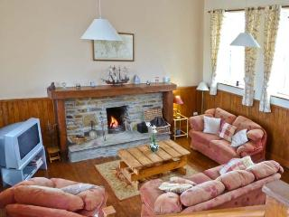 CASHEL SCHOOLHOUSE, unusual, welcoming cottage, en-suites, garden, Ref 15900 - Swinford vacation rentals