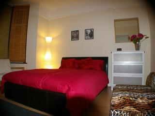 Near London Central – Affordable 2-Bedroom Home - London vacation rentals
