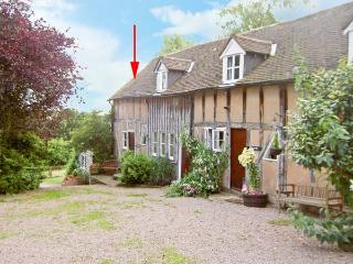 WILLOW COTTAGE, barn conversion with shared gardens, in Great Malvern Ref 16139 - Great Malvern vacation rentals
