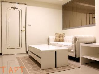 1 Bedroom 1 Bathroom Apartment Zhong Xiao Dun Hua MRT at your door step 1 Second - Taipei vacation rentals
