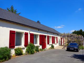 Ty Louisette. Luxury canalside Gite near Pontivy. - Pontivy vacation rentals
