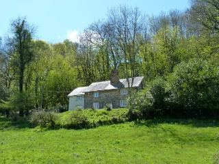 GARDENER'S COTTAGE, rural estate location, woodburners, riverside garden near Wiveliscombe Ref 13336 - Wiveliscombe vacation rentals