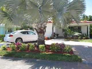 Near Beach Resort Home on Historic Hollywood Lakes 3 Bedroom 2 Bathroom - Hollywood vacation rentals