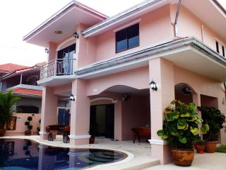 Spacious 4 Bedroom Villa Private  Pool / Jacuzzi - Pattaya vacation rentals