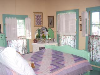 Charming Gingerbread Victorian Cottage By The Sea - Northport vacation rentals
