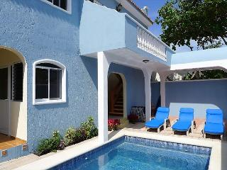 Spacious ground floor apartment 1 blk to beach, 4 blks to the square - Puerto Morelos vacation rentals