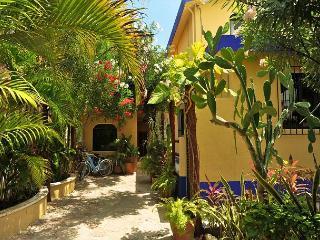 POPULAR 2nd FLOOR APT, OCEAN BREEZE, KING BED, POOL, AIR CON, FREE BIKES. - Puerto Morelos vacation rentals