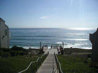 Ocean Front Condo Complex-Partial View Hear Waves! - Schurz vacation rentals