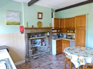 MEADOWCROFT, stone cottage, open fire, fell views, walks from doorstep, near river in Burnsall, Ref 16486 - Burnsall vacation rentals