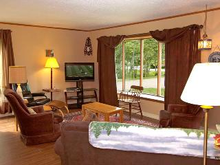 Cozy 3 bedroom Sauble Beach Cottage with Internet Access - Sauble Beach vacation rentals