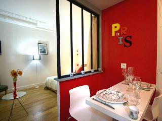 Paris Chic — Romantic Studio Hideaway in Paris - Paris vacation rentals