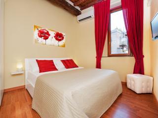 Relais Campo de' fiori (2+2 apt) - Rome vacation rentals