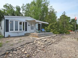 Nice 2 bedroom Lions Head Cottage with Deck - Lions Head vacation rentals