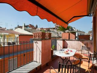 Quiet&bright apt with terrace in historic district - Rome vacation rentals