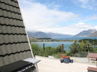 5-bedrooms, 2-bathrooms, Sleeps 12, Stunning views - Queenstown vacation rentals