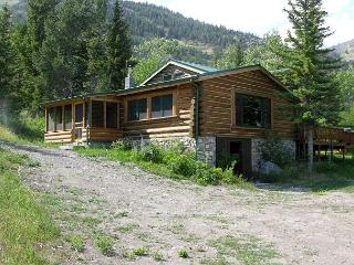 2 bedroom House with Internet Access in McLeod - McLeod vacation rentals