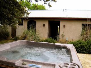 Cross Mountain Retreat, romance for couples - Fredericksburg vacation rentals