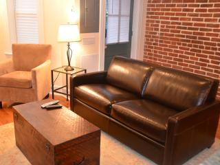 Charming 2 bedroom House in Washington DC with Internet Access - Washington DC vacation rentals