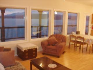 Interior View - Shuswap Hillside Hideaway - Vancouver Island - rentals